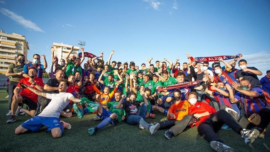 La UD Alzira pone el broche de oro a la temporada con un ascenso