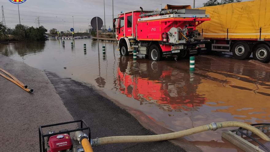 Una tromba de agua anega Port de Sagunt y Sagunt