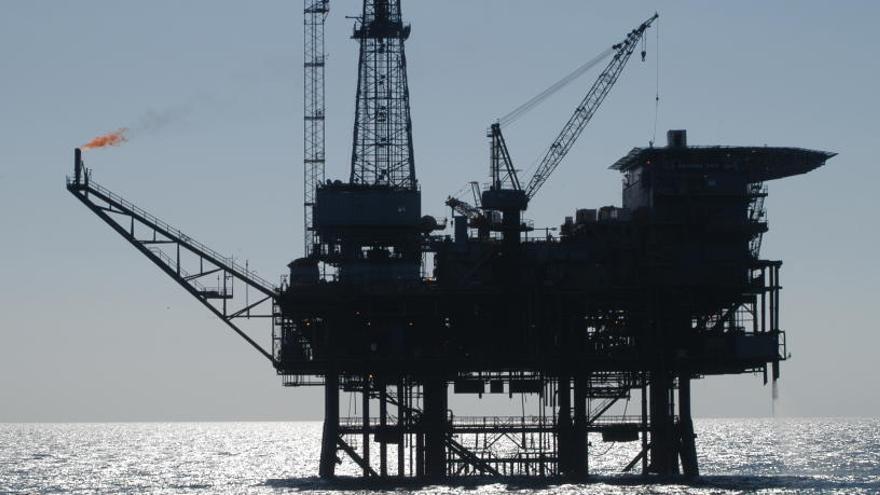 L'OPEP decideix dijous si allarga la retallada de l'oferta de petroli