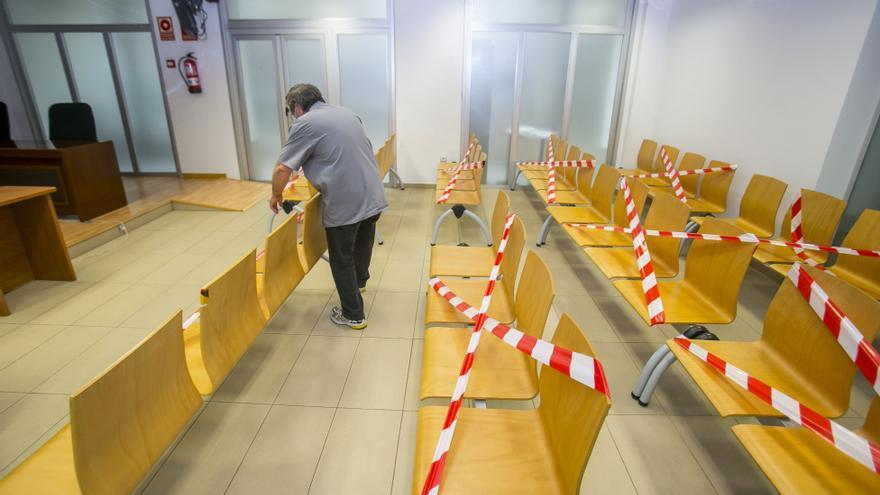 Cinco años de cárcel por atracar un supermercado y robar en varios vehículos del parking en Benidorm