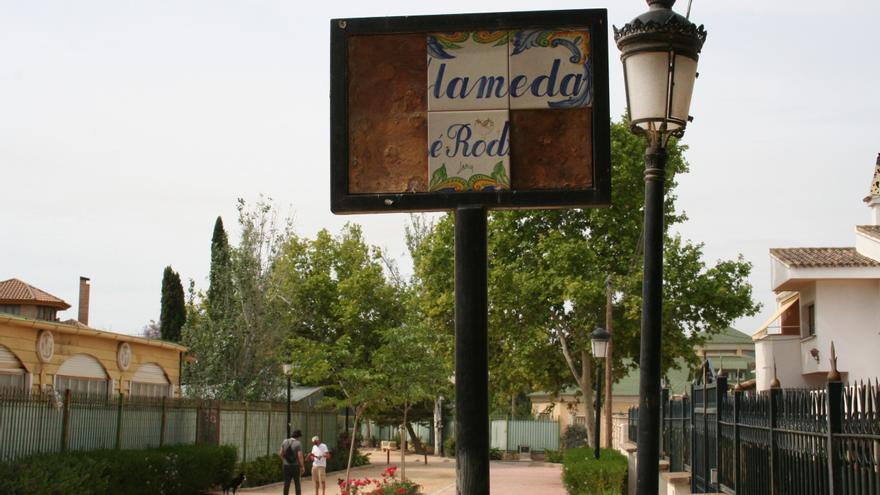 Los vándalos se 'ensañan' con las Alamedas de Lorca en los últimos meses