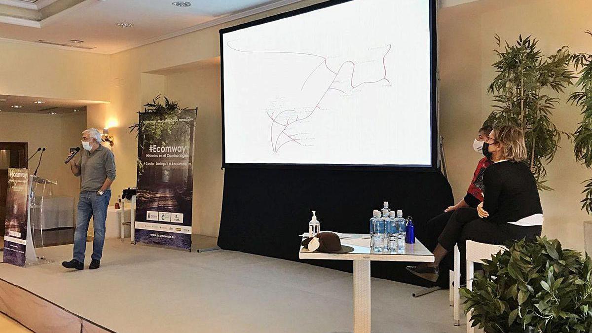O investigador Manuel F. Rodríguez, onte, durante a súa charla no Ecomway.