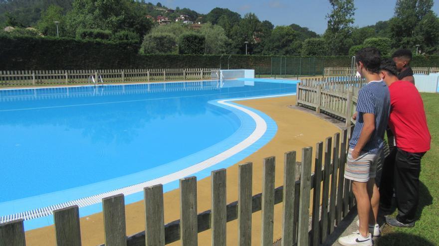 Jornada de puertas abiertas de la remozada piscina municipal de Cangas de Onís
