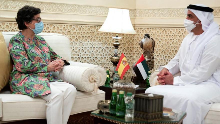 La ministra de Exteriores empieza en Emiratos una gira por el golfo Pérsico