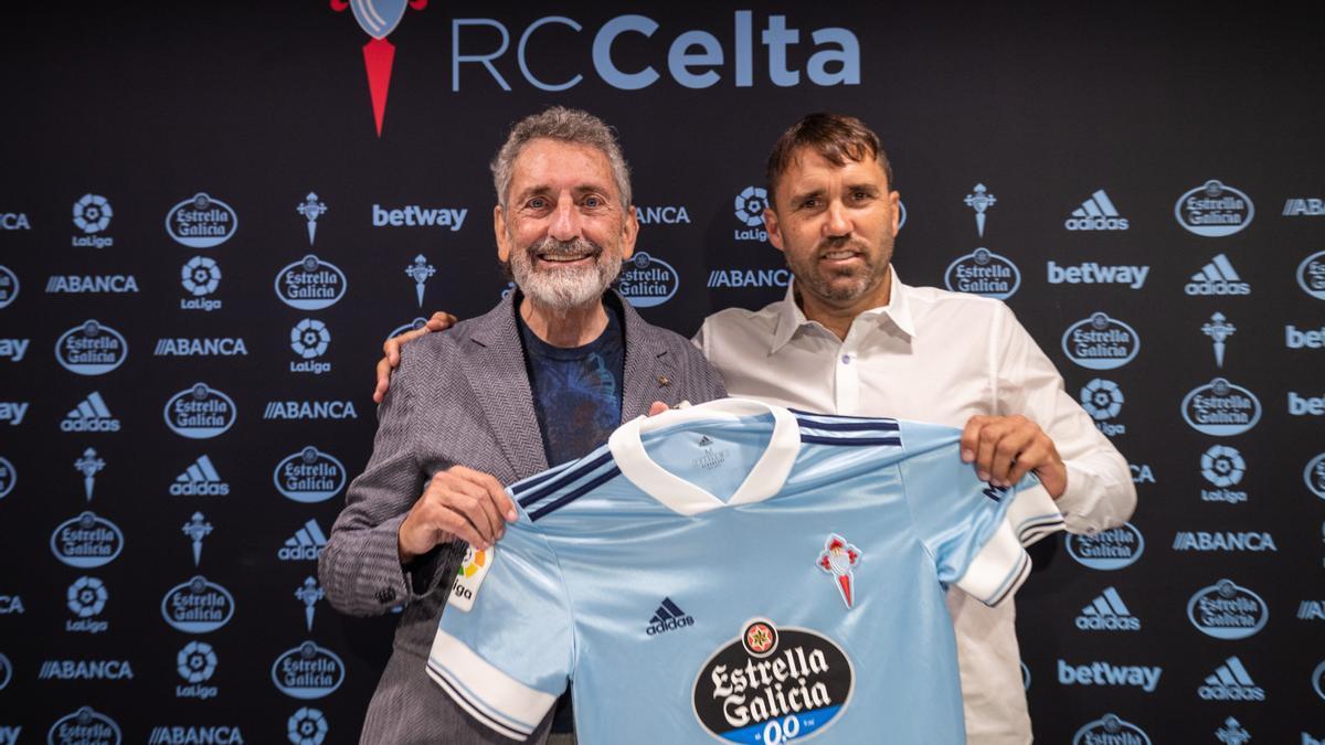 Carlos Mouriño y Eduardo Coudet, tras la renovación del técnico.