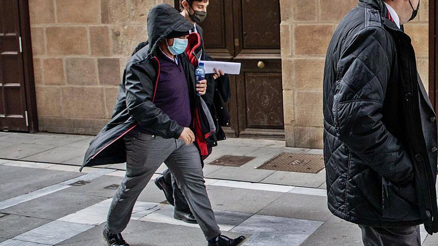 La empresaria gallega dice que recibió ingresos de Vega en sus cuentas