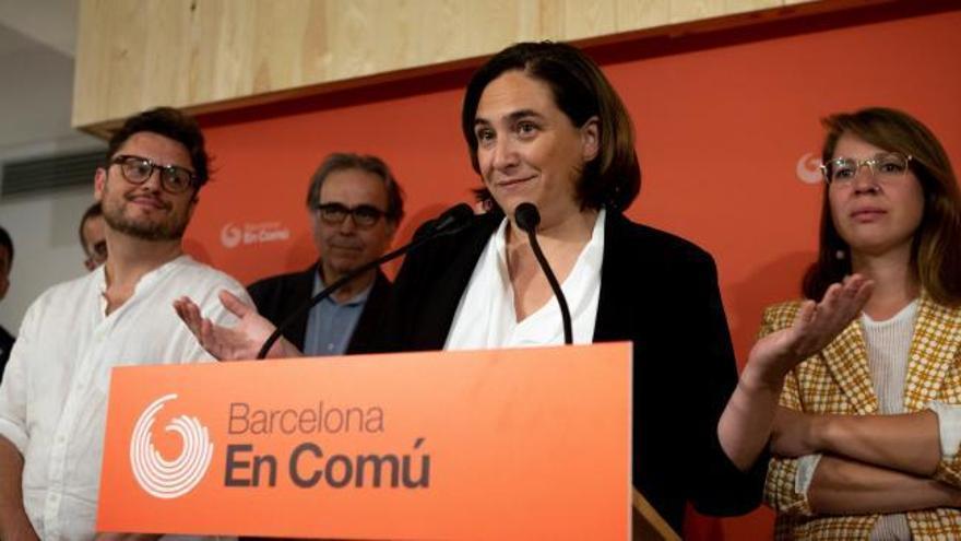 La militancia avala que Colau siga en la alcaldía de Barcelona con el PSC y los votos de Valls