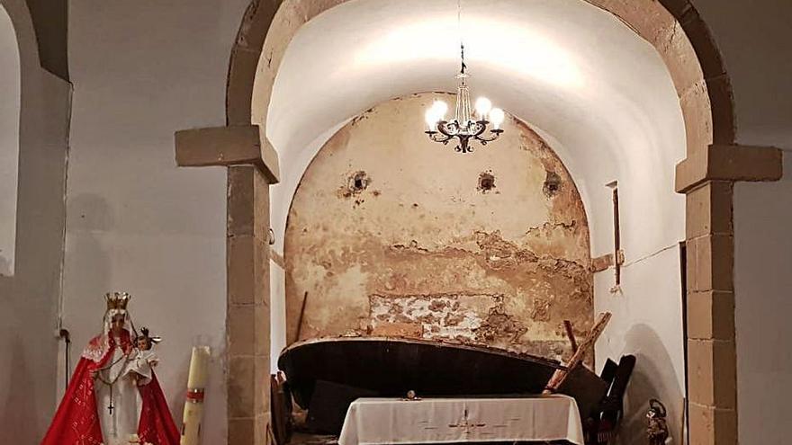 Se derrumba el retablo de la iglesia de San Julián de Graméu (Cabranes)