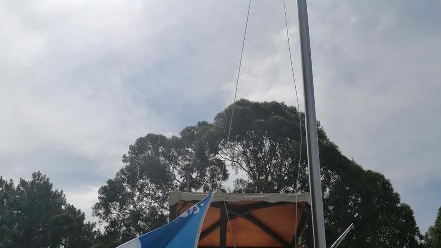 La bandera azul de Cabeceira ya ondea en Poio