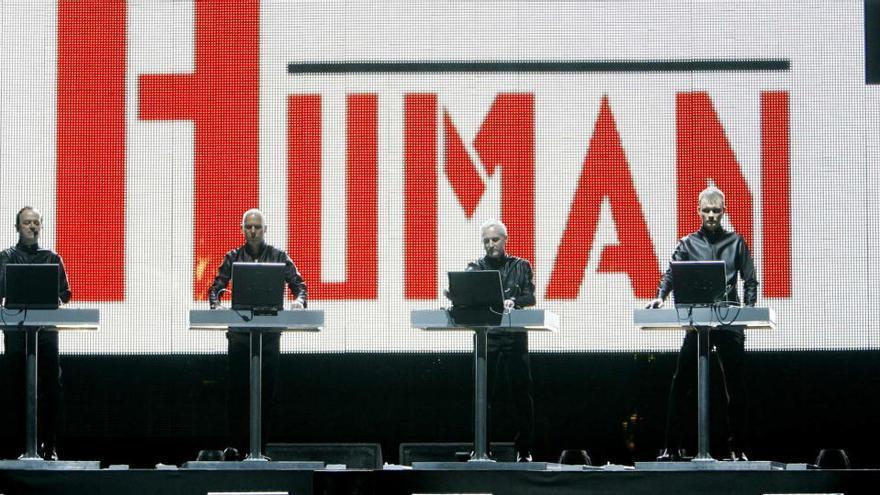 """Foro sugiere rendir homenaje al fallecido Florian Schneider, fundador de""""""""Kraftwerk, en el LEV"""