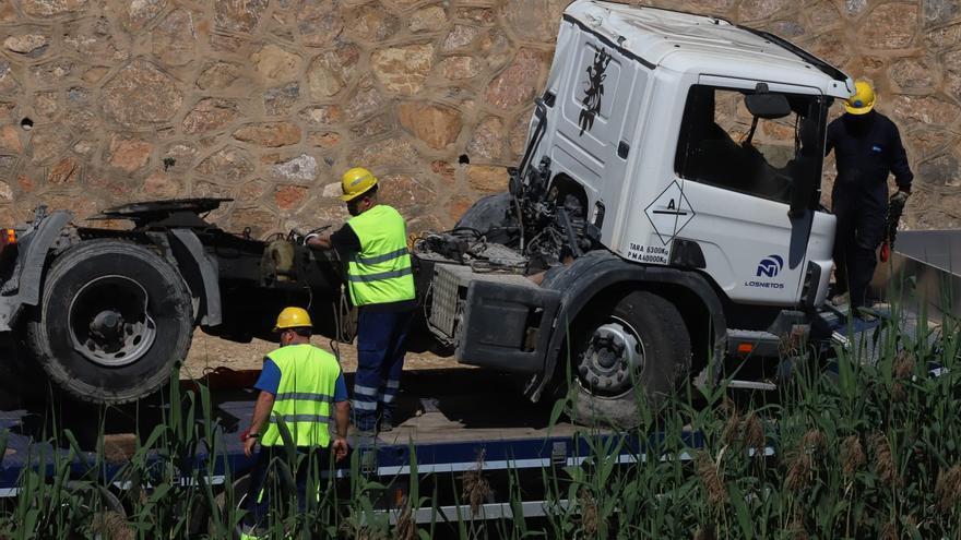 El Ayuntamiento de Murcia retira el camión que bloqueaba el cauce del Segura aguas arriba de Orihuela