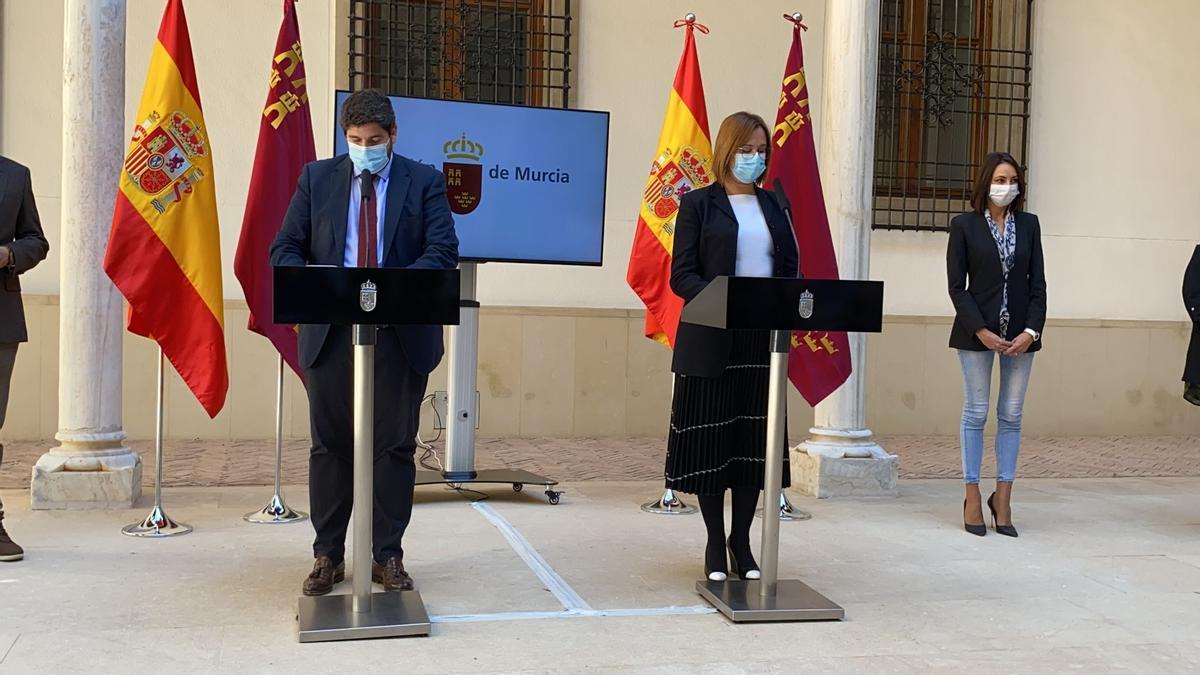 López Miras e Isabel Franco en rueda de prensa.