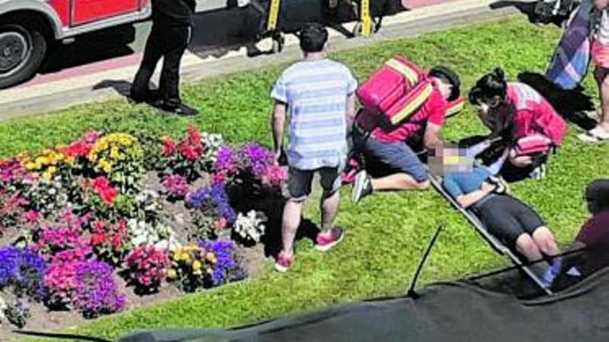 Herida una ciclista en el paseo del Muro al esquivar a un peatón en el carril bici