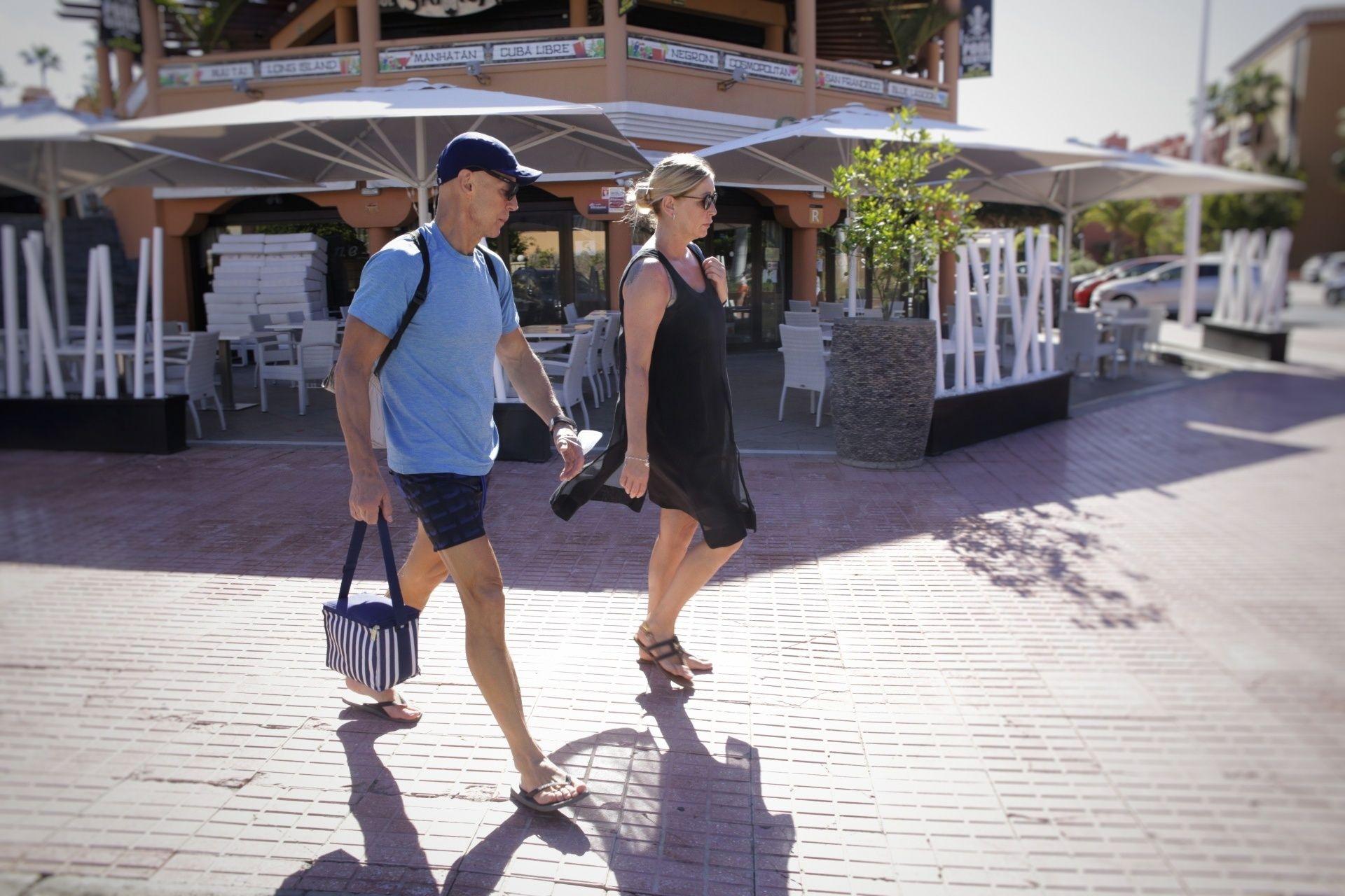Actividad en el entorno del hotel H10 Costa Adeje un año después de su confinamiento