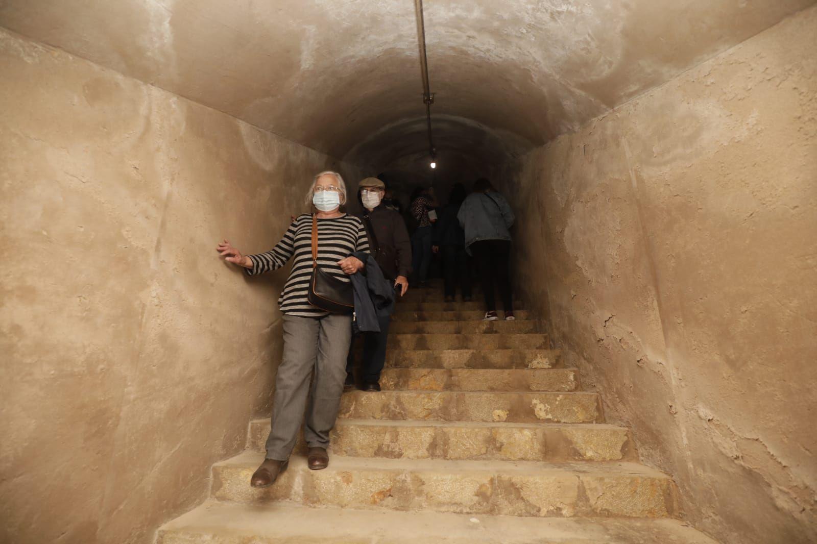 Refugios de la Guerra Civil en Palma: 60 personas visitan un claustrofóbico museo de la memoria
