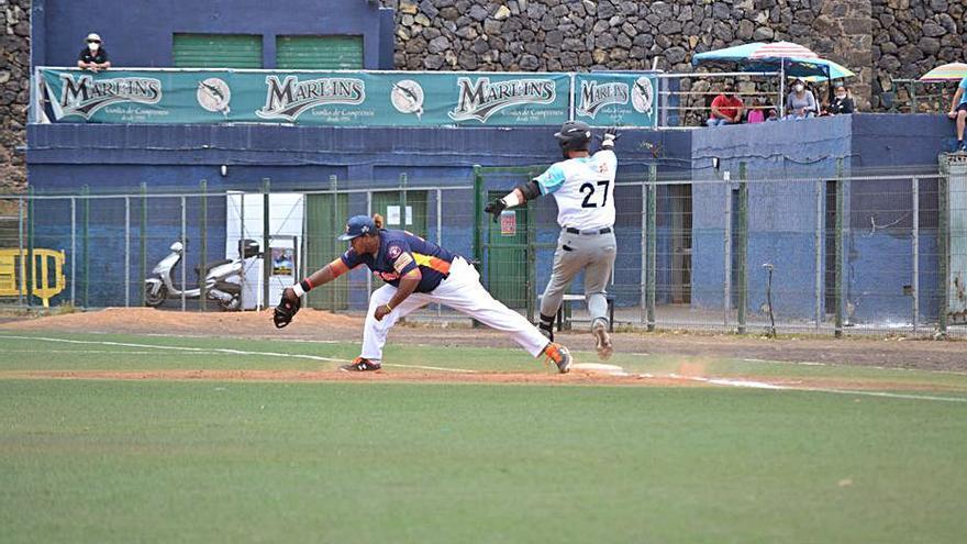 El Tenerife Marlins 'divide' con los Astros en el choque entre aspirantes