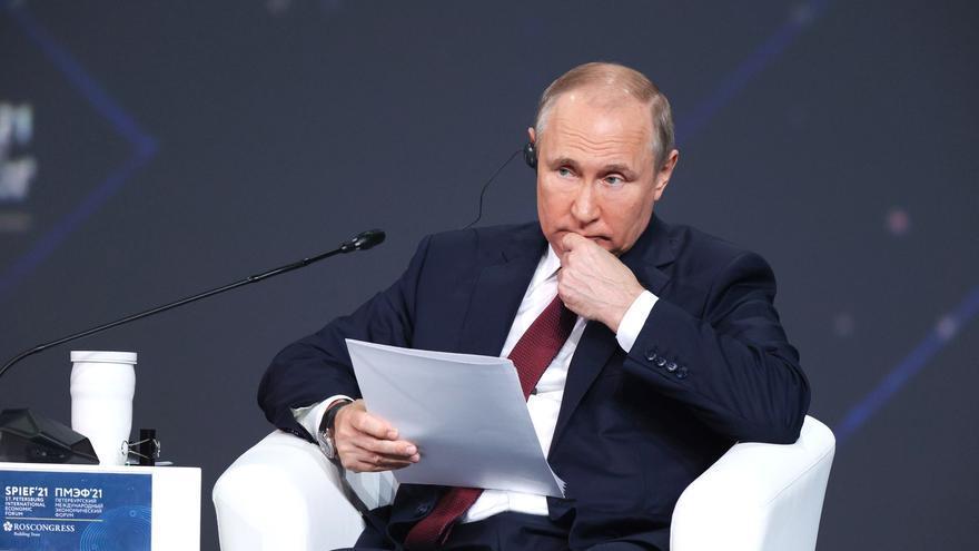 Sigue la represión de Putin: orden de detención para el director del partido de Navalni