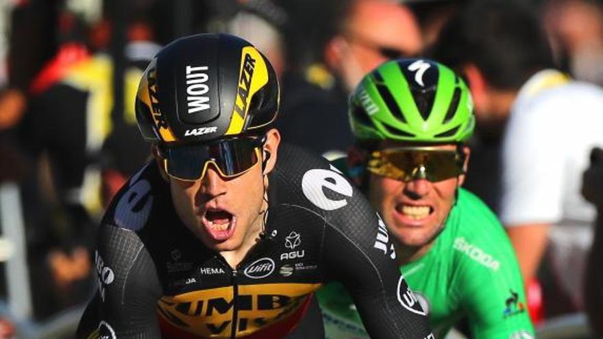 Van Aert impide a Mark Cavendish superar a Merckx