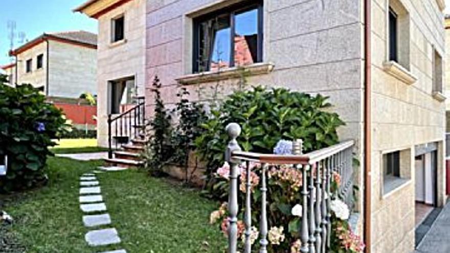2.000 € Alquiler de casa en Bouzas (Vigo) 500 m2, 5 habitaciones, 4 baños, 4 €/m2...
