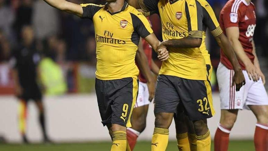 Lucas Pérez anota sus dos primeros goles con el Arsenal