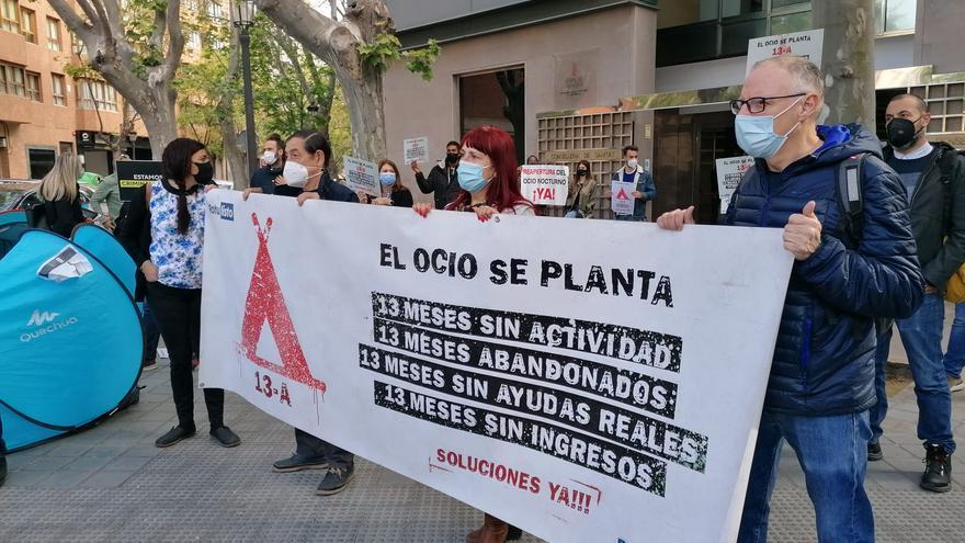 Nueva protesta del sector del ocio frente a la conselleria de Sanitat