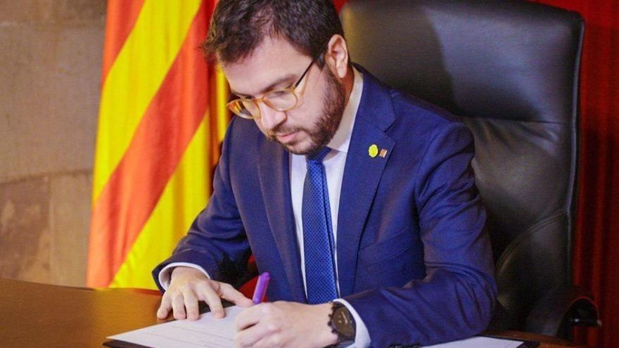 Aragonès firma el decreto para la convocatoria de las elecciones catalanas el 14-F