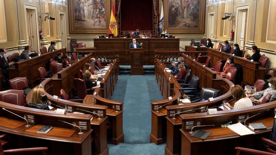 El Parlamento convalida el decreto ley que admite el uso de hoteles para acoger a menores migrantes