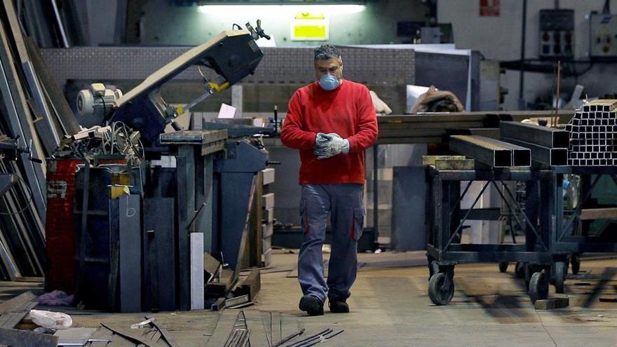 La producción industrial cae un 6,1% en octubre y encadena diez meses en negativo