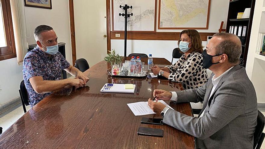Hidalgo expone a los vecinos del Distrito Centro los planes para rehabilitar los Riscos