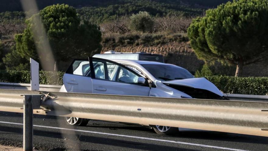 Dos muertos en una colisión causada por un coche en sentido contrario en la A-7