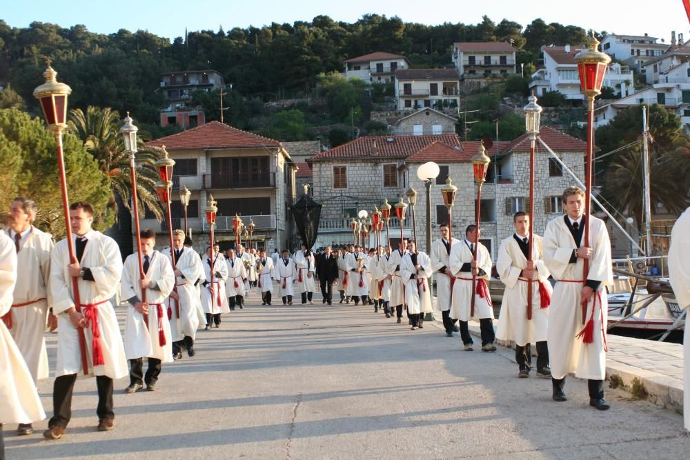 Croacia - La procesión Za Krizen (vía crucis) en la isla de Hvar.