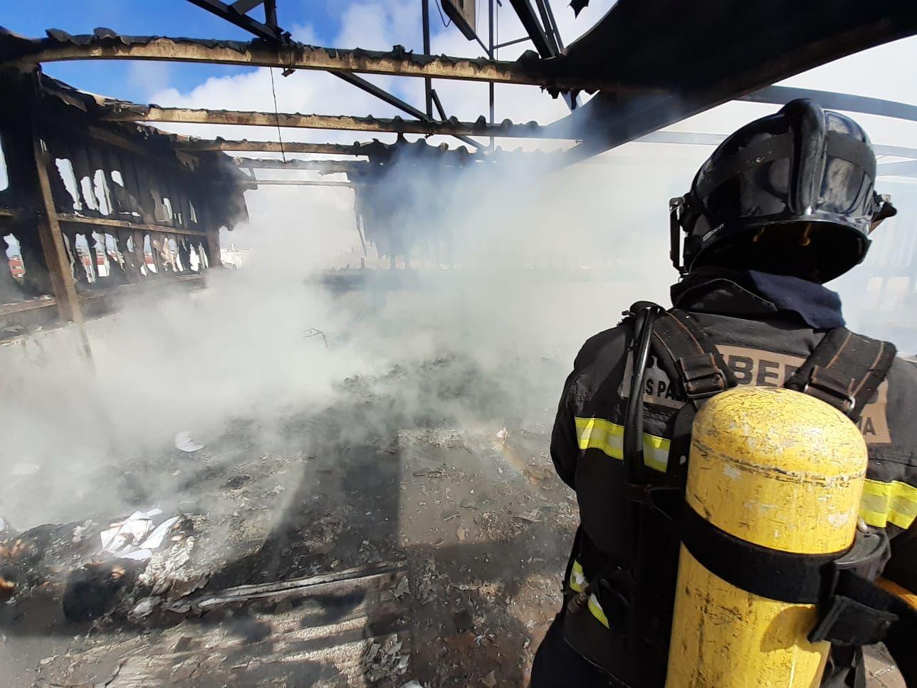 Nuevo incendio en una antigua panificadora de Las Torres (8/03/2021)