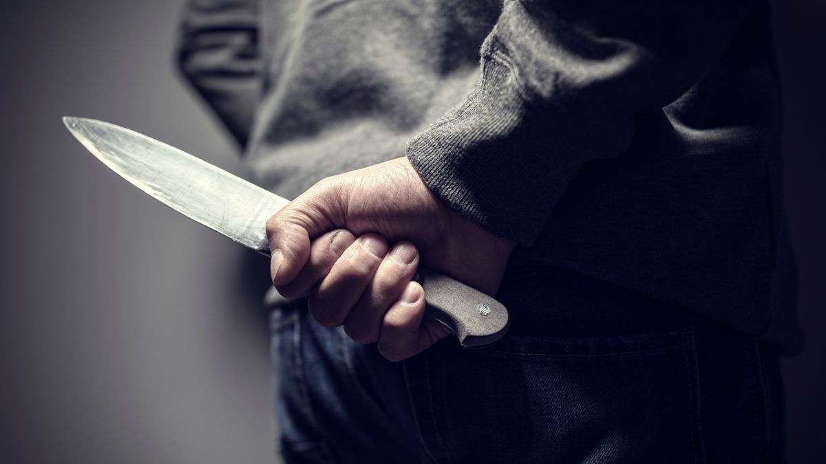 Una imagen de recurso de un hombre con un cuchillo.