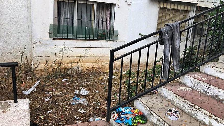 El PSOE denuncia el estado de varias zonas de Plaza de Toros en Marbella