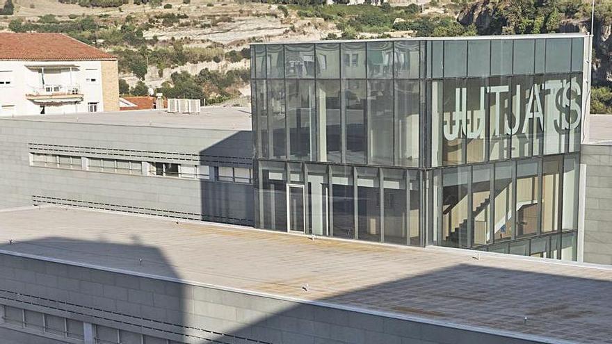Una jutge cancel·la 24.000 euros de deute d'un veí de Manresa