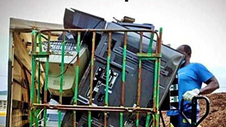 Caldas refuerza la recogida de residuos de gran volumen