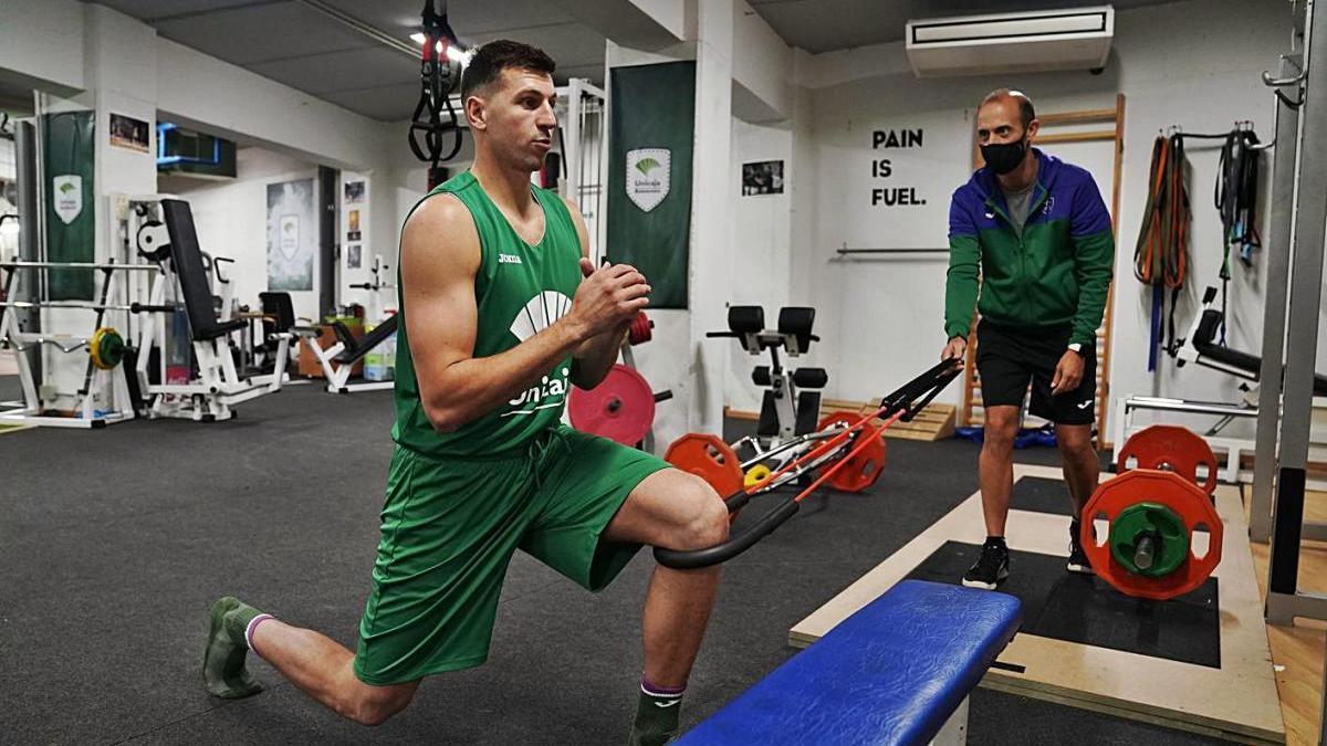 Dragan Milosavljevic, ayer, trabajando en el gimnasio del Martín Carpena.