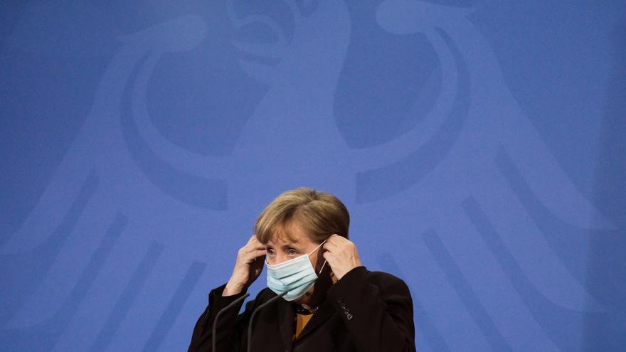 Merkel aboga por un nuevo confinamiento de corta duración