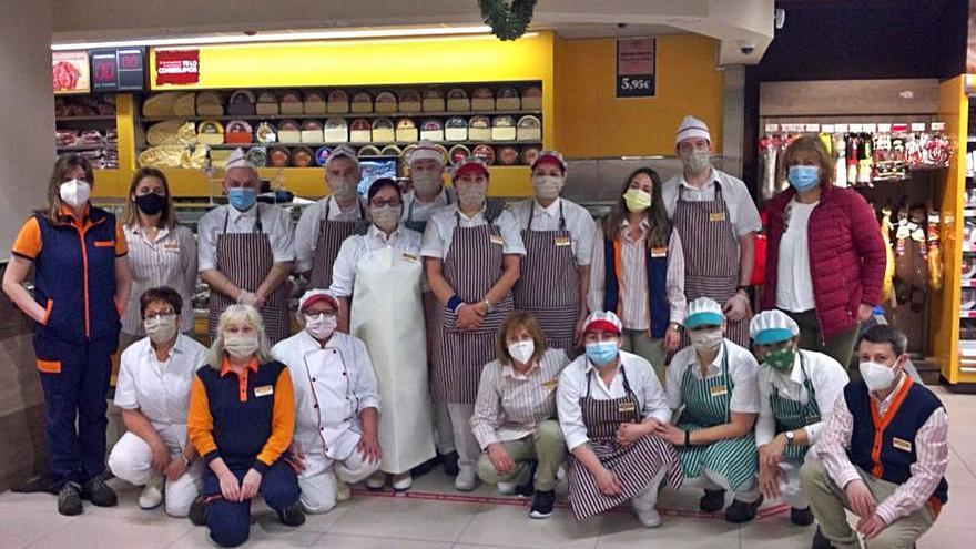 Gadis estrena en la calle Orillamar un nuevo supermercado, que cuenta con 27 trabajadores