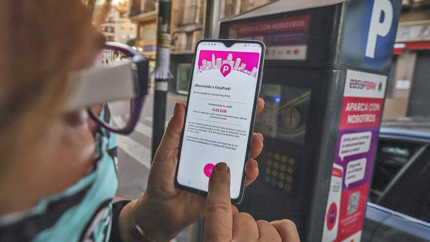 El cobro de comisión por usar la app de la ORA en Orihuela subleva a los usuarios