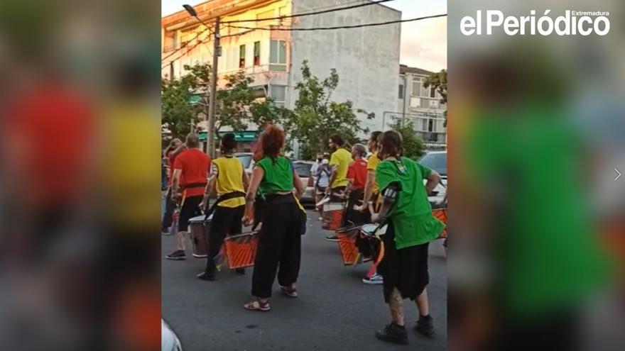 Batukada en el recorrido de Cánovas a San Blas por el Orgullo en Cáceres.