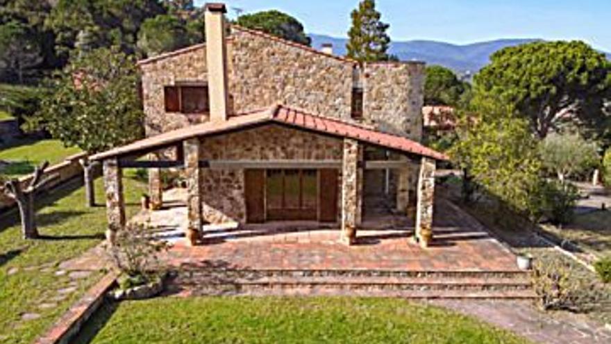 750.000 € Venta de casa en Agullana 220 m2, 4 habitaciones, 3 baños, 3.409 €/m2...