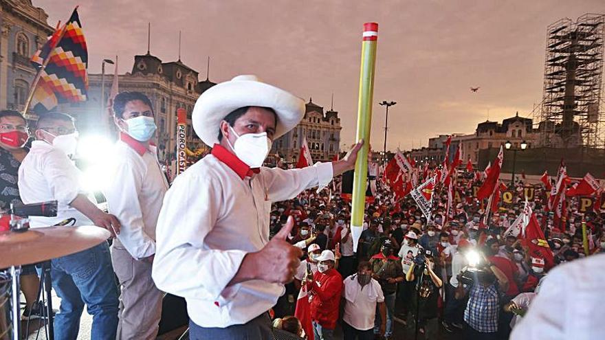 Castillo afirma que el recompte oficial li dona la victòria als comicis del Perú