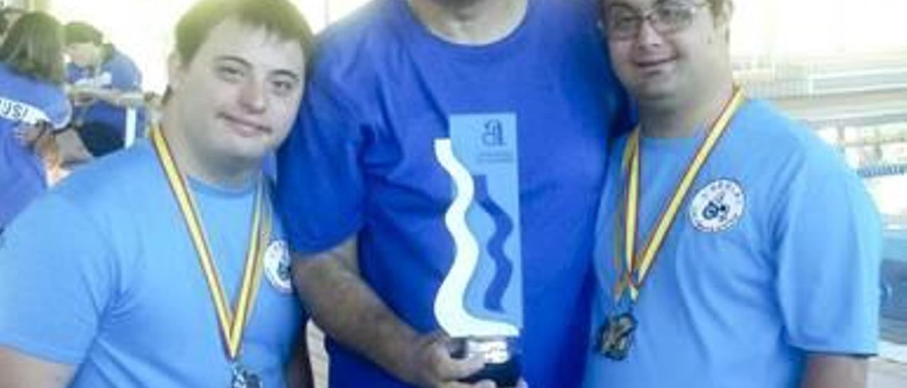 El club L'Esglai de Xàtiva logra dos medallas en el autonómico de natación adaptado