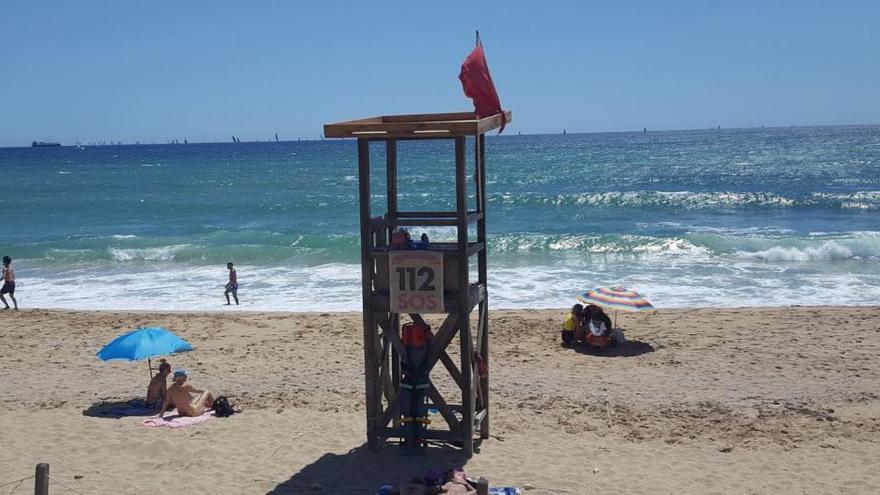 Strand von Ciutat Jardí schließt wegen Schmutzwassers im Meer
