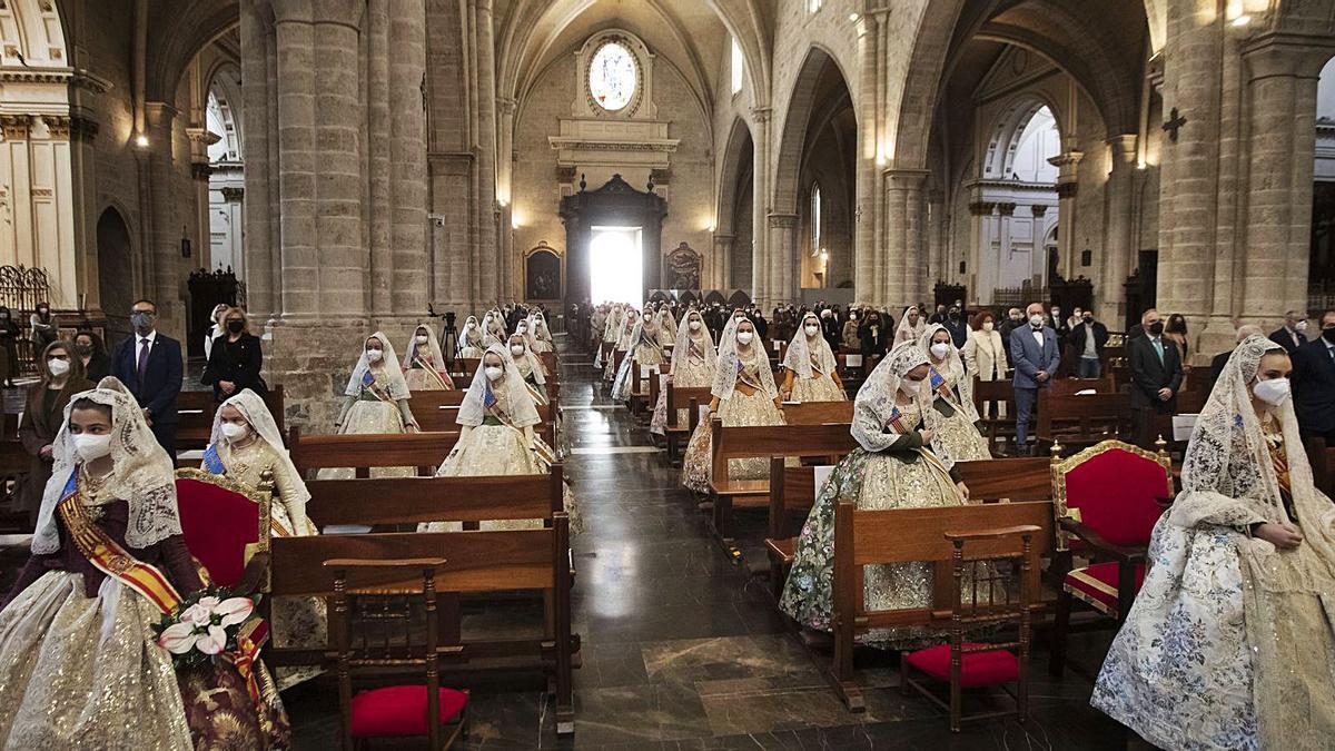 Misa de Sant Josep celebrada el pasado 19 de marzo en la Catedral de València con la Fallera Mayor y su Corte.   G.CABALLERO