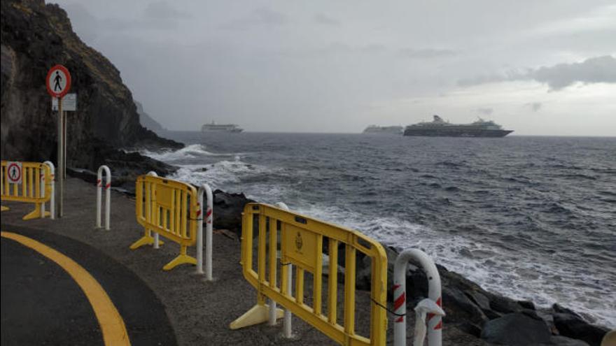 Las malas condiciones del mar obligan a cerrar el espigón de Las Teresitas
