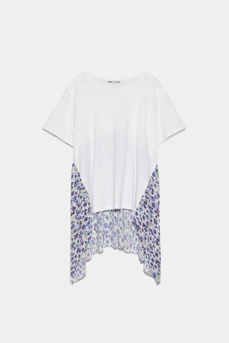 Camiseta con detalles de flores de Zara. (Precio: