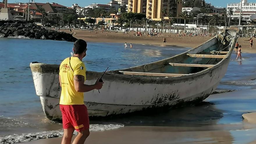 Llega un cayuco con 40 migrantes a la playa de La Tejita