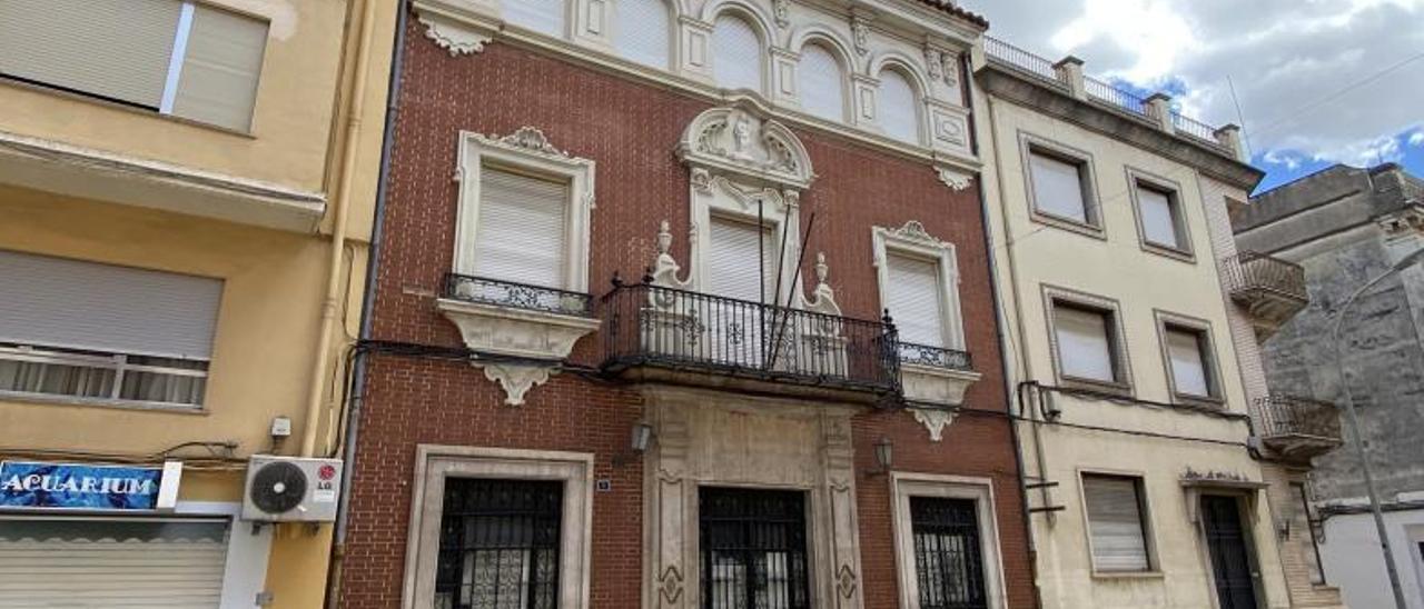 El edificio en el número 7 de la calle Santa Anna de Carcaixent. | LEVANTE-EMV